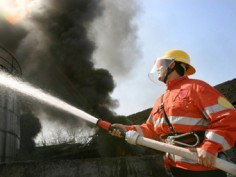 Пожарные продемонстрировали призывникам автотехнику и работу по тушению пожара